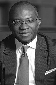 Didier-Acouetey-président-du-cabinet-de-recrutement-blanc